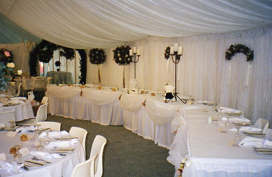 Long curved bridal table