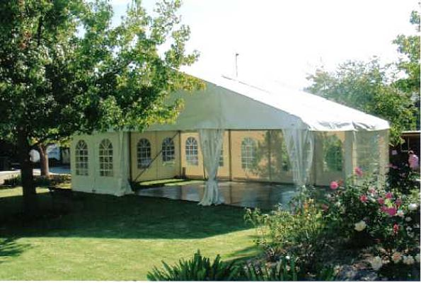 Structure marquee with dance floor